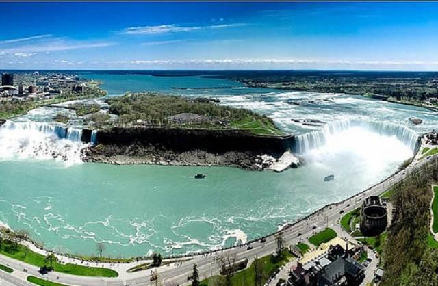 Вид на Ниагарский водопад
