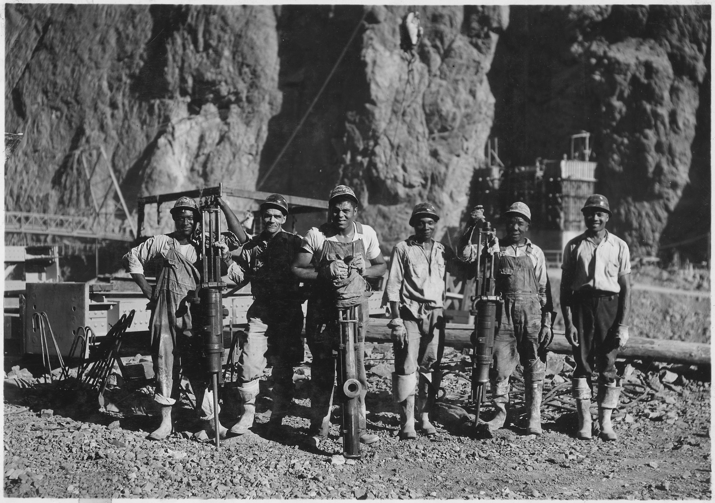 Рабочие на дамбе Гувера