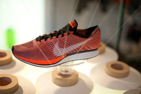 Krossovki-Nike-HTM-Flyknit-Racer-Orange-600x401