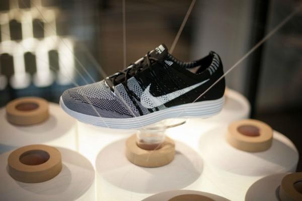 Krossovki-Nike-HTM-Flyknit-Trainer-Black-600x400