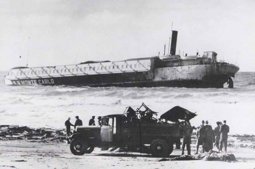 Берег Коронадо, федералы вывозят остатки корабля.