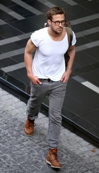 Белая футболка с вырезом под горло