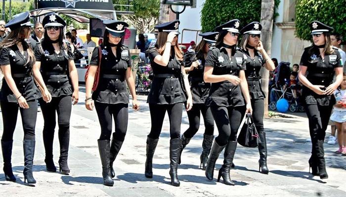 Женская форма полиции Мексики