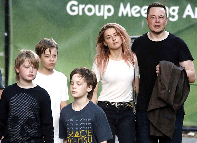 Илон макс и его семья
