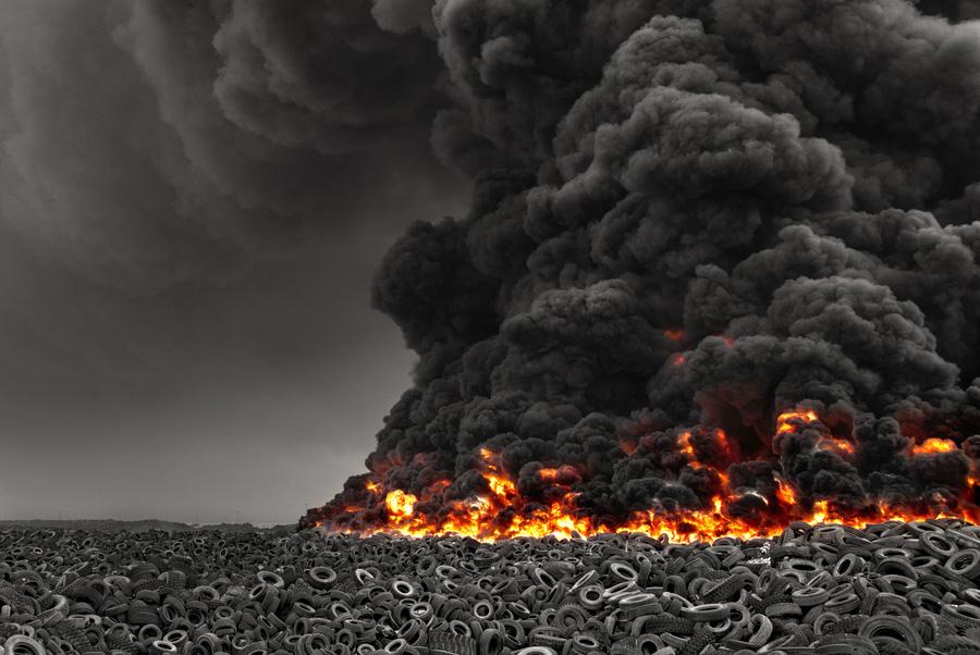 Пожар на ладбище шин в Кувейте