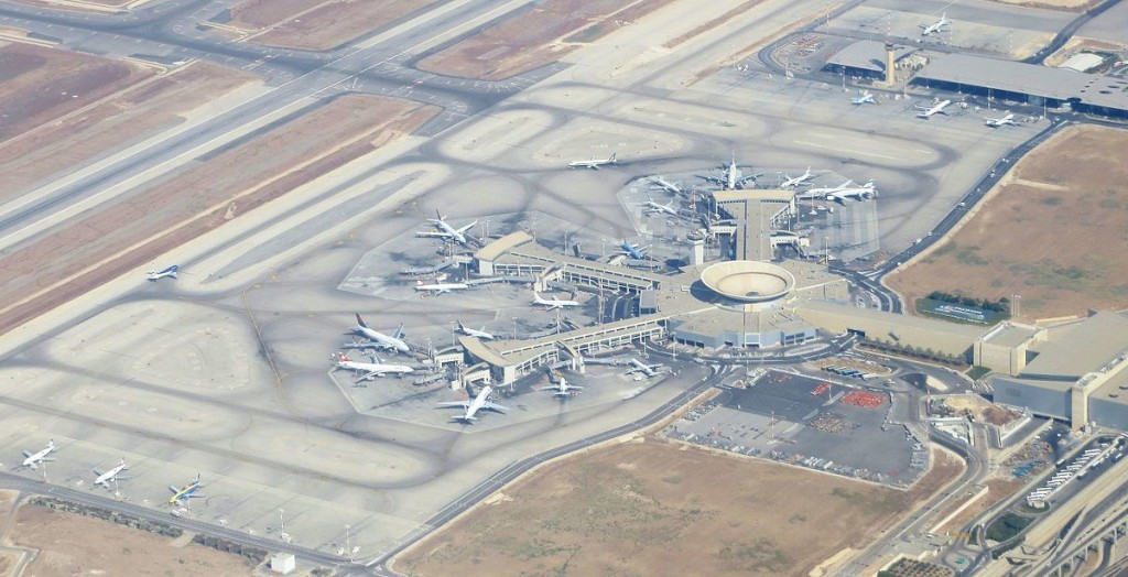Ben-gurion-airport-terminal--september-2012_(cropped)