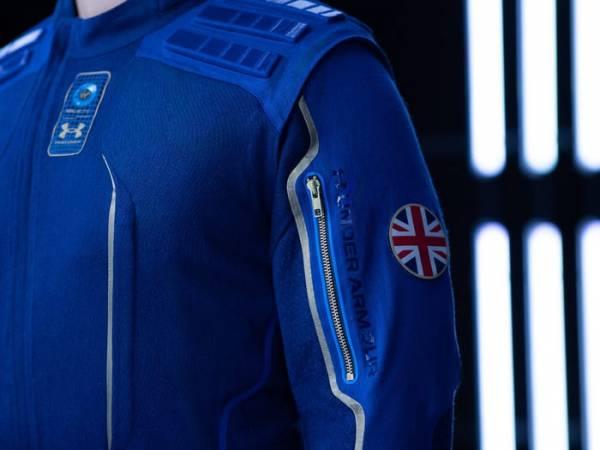 Флаг на одежде для космических туристов Virgin Galactic от Under Armour.